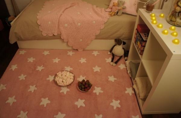 Alfombra lorena canals rosa estrellas blancas enfants et - Alfombras lavables lorena canals ...